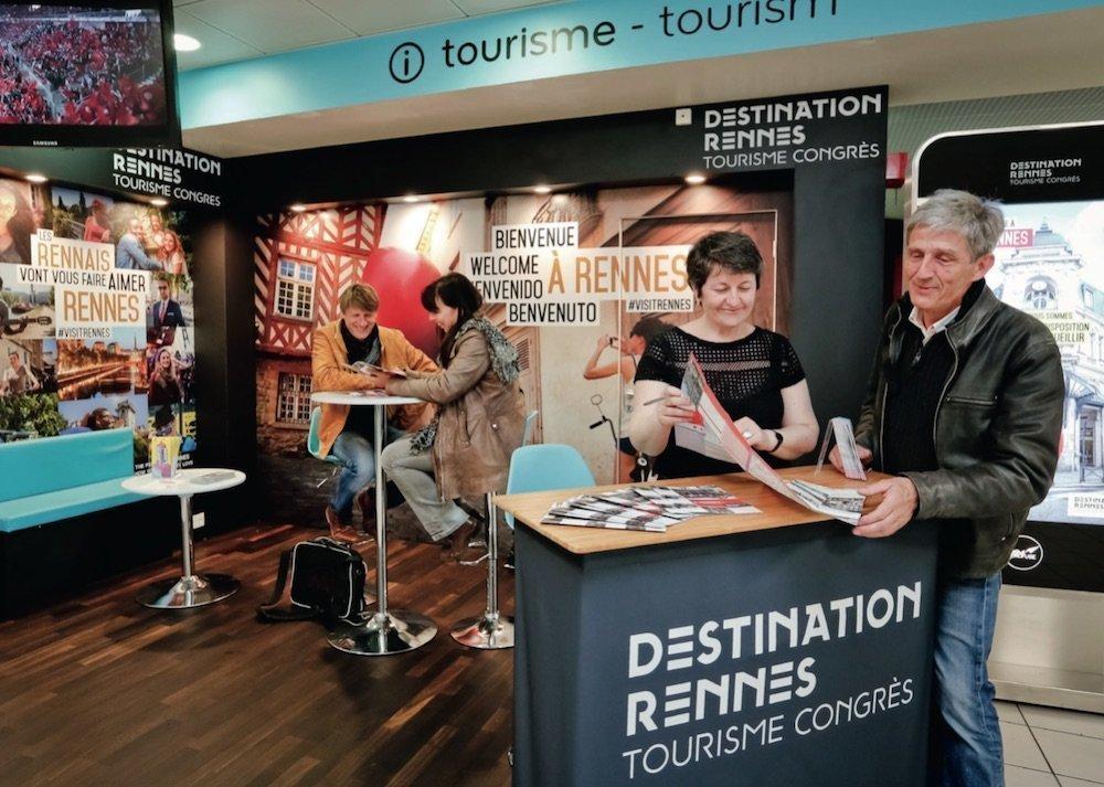 Comptoir accueil/information Destination Rennes à l'aéroport